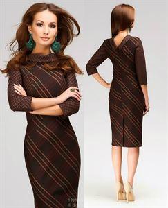 Изображение Платье DM00302BD длины миди в крупную темно-коричневую клетку с V-образным вырезом на спине